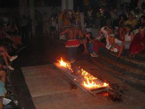 800px-Fire_Walking_(1234969885)